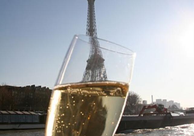 Croisière Seine - Avec dégustations de Champagne - Paris - Ceetiz