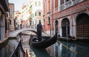 Gondola ride on the canals of Venice - Dinner included - In French