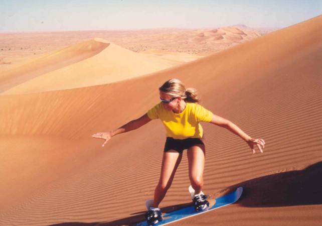 Photo Activités sportives dans le désert de Dubai : Dune Bashing en 4x4 & Sandboarding