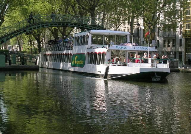 paris canal seine river and canal st martin cruise. Black Bedroom Furniture Sets. Home Design Ideas