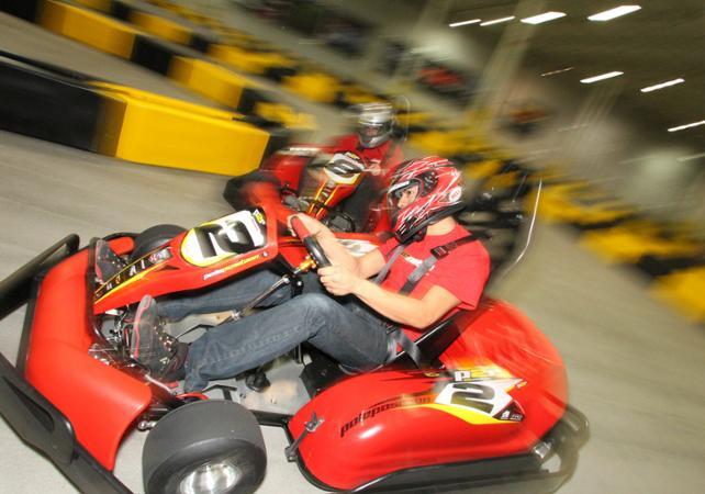Conduite de v hicules insolites bulldozer ferrari kart for Karting interieur