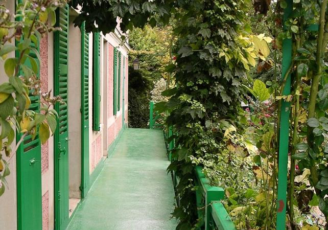 Giverny Tour Monets garden day trip bus minibus tour