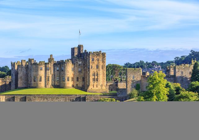 Alnwick Castle : The Home of the Duke and Duchess of Northumberland