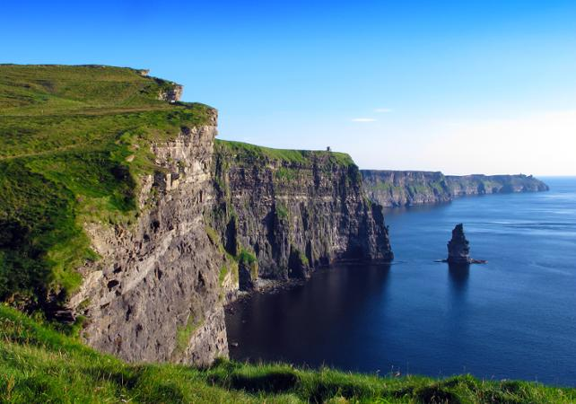 Excursion d'une journée en train pour découvrir Limerick, Burren et les falaises de Moher ! image 1
