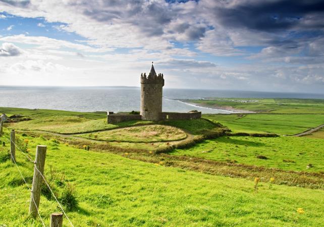 Excursion d'une journée en train pour découvrir Limerick, Burren et les falaises de Moher ! image 3