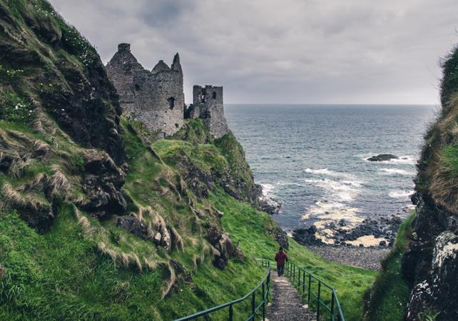Excursion d'une journée en train à la Chaussée des Géants et sur la côte sauvage irlandaise - au départ de Dublin image 2