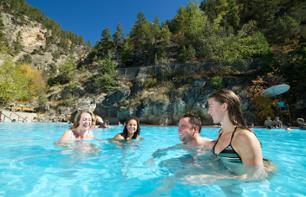 Baignade dans les sources thermales Radium Hot Springs - Dans le Parc national Kootenay