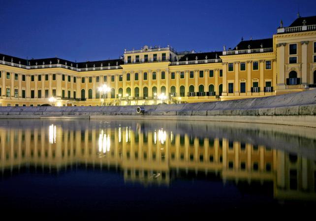 Visite du Palais Hofburg et du Château de Schönbrunn, dîner romantique et concert image 2