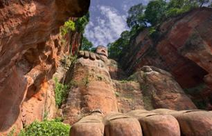 Guided Tour by Minibus and on Foot – Leshan Giant Buddha and panda centre