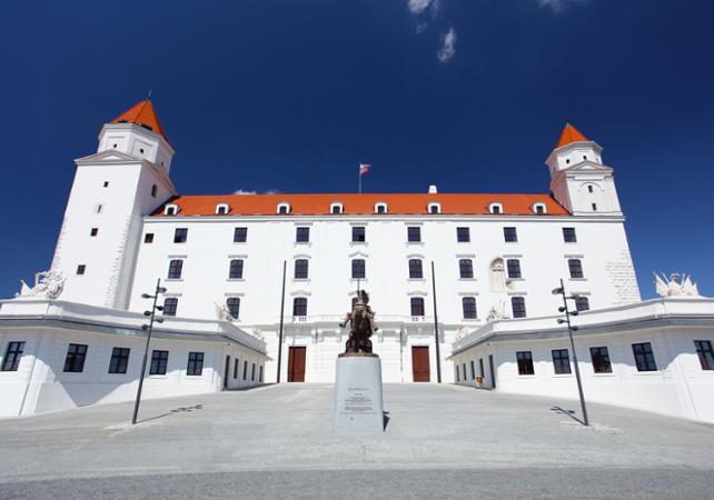 Excursion en bus à Bratislava depuis Vienne- départ de votre hôtel image 1