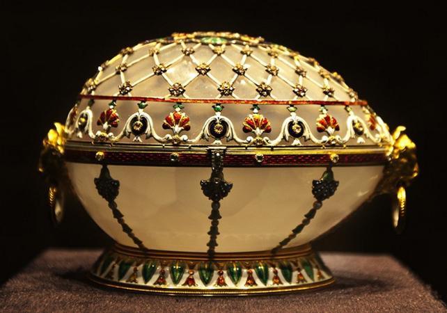 Photo Visite guidée du musée Fabergé et croisière sur la Néva à Saint Pétersbourg