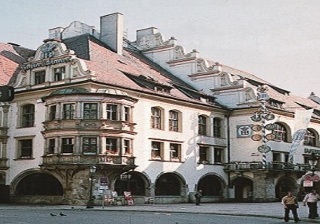 Soirée à Munich : tour en bus, dîner à l'Hofbräuhaus, billet pour le sommet de la Tour Olympique - Munich -