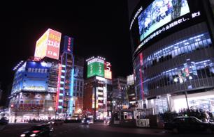 Walking tour of Shinjuku at night