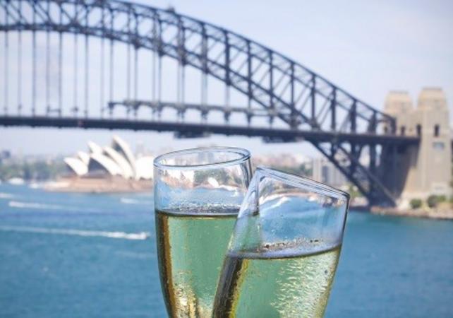 """Déjeuner-croisière sur un voilier de 1850 et visite guidée de l'île prison """"Goat Island"""" à Sydney image 2"""
