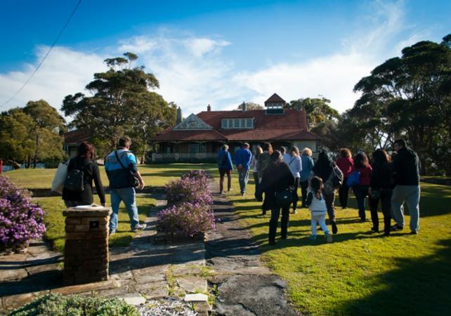 """Déjeuner-croisière sur un voilier de 1850 et visite guidée de l'île prison """"Goat Island"""" à Sydney image 1"""