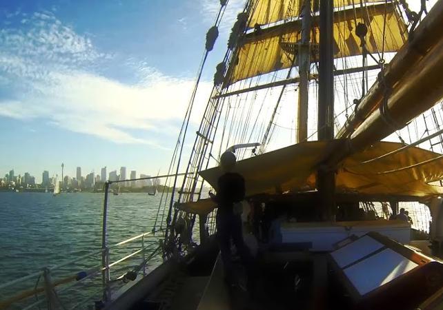 """Déjeuner-croisière sur un voilier de 1850 et visite guidée de l'île prison """"Goat Island"""" à Sydney image 8"""
