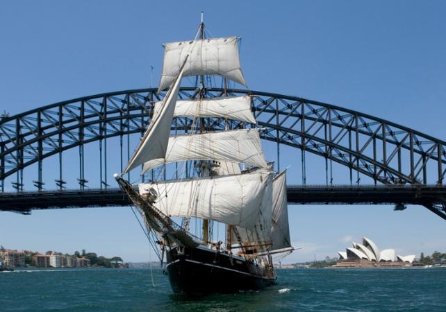 Croisière sur un voilier de 1850 dans la baie de Sydney image 1