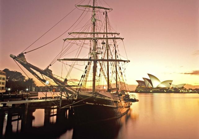 Dîner-croisière sur un voilier de 1850 dans la baie de Sydney - Au coucher du soleil image 1