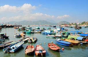 Guided Tour of the Island of Cheung Chau and Cruise from Hong Kong