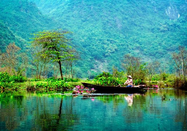 Photo Excursion privée à Hoa Lu, croisière en sampan et visite d'un temple royal
