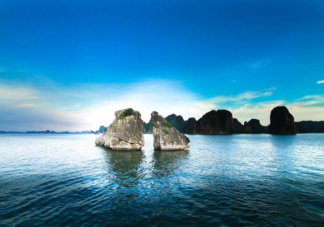 Journée détente et découverte : croisière dans la baie d'Halong –  transport et déjeuner inclus - Hanoï -