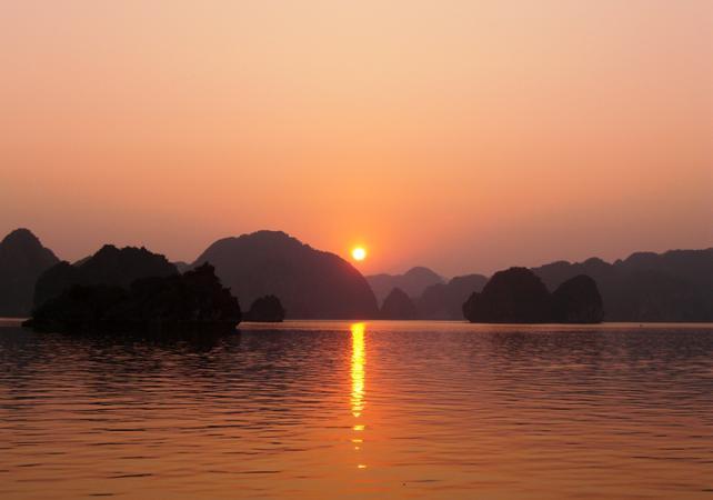 Croisière dans la baie d'Halong - en anglais - Hanoï -