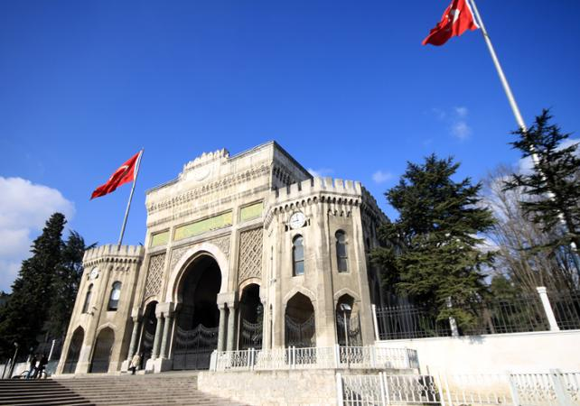 Photo Visite guidée du quartier Beyazit : place de la Liberté et Université d'Istanbul