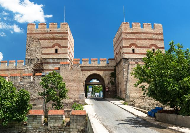 Photo Murailles de Constantinople et porte de Belgrade : visite guidée