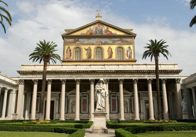 Tours pied visite guid e du vatican acc s aux portes - Les beatitudes une secte aux portes du vatican ...